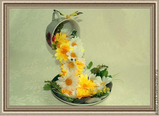 Летающая чашка `Желтый водопад`. Персональные подарки ручной работы. На заказ.