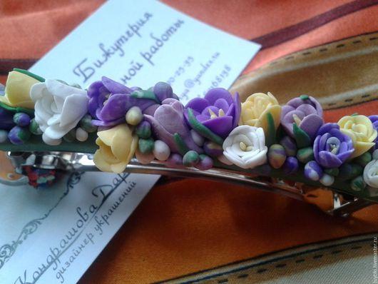 Очень прочная и легкая. В состав входят цветы крокуса. Возможно выполнение в другом цвете.