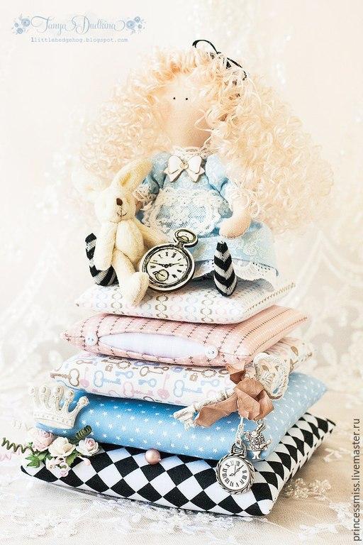 """Куклы Тильды ручной работы. Ярмарка Мастеров - ручная работа. Купить """"Алиса в стране чудес"""". Handmade. Разноцветный, интерьерная композиция"""