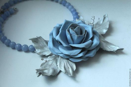 украшения ручной работы, украшение на шею, подарок женщине, колье с камнями, изящное украшение, подарок на день рождения, подарок на любой случай, подарок подруге, кожаный цветок, голубой агат