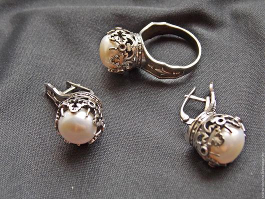 Комплект с жемчугом хорошего качества в серебре `Королевский жемчуг`.