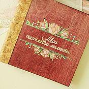 Подарки на 8 марта ручной работы. Ярмарка Мастеров - ручная работа Подарки на 8 марта: Фотоальбом из дерева. Handmade.