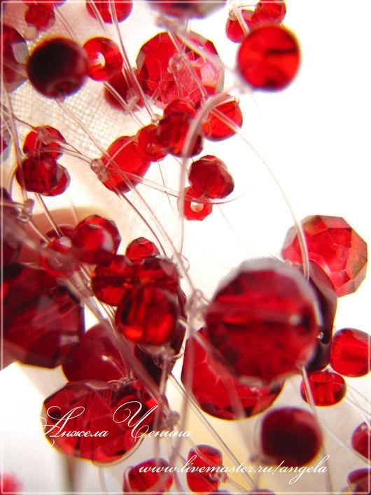 Необычное воздушное ярко-красное колье.  Колье ярко-красного цвета с красными кораллами. Яркое красное колье в подарок девушке.