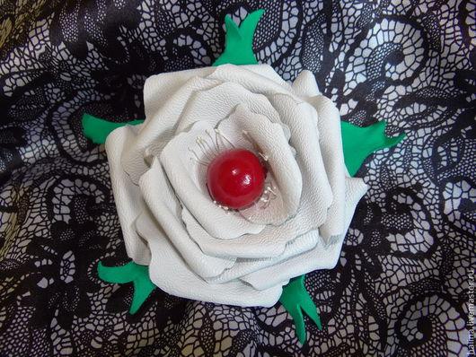 """Заколки ручной работы. Ярмарка Мастеров - ручная работа. Купить Заколка из кожи """"Белая роза"""". Handmade. Белый, белая роза"""