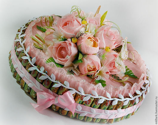 """Букеты ручной работы. Ярмарка Мастеров - ручная работа. Купить Букет из конфет""""Тортик-шкатулка"""". Handmade. Бледно-розовый"""