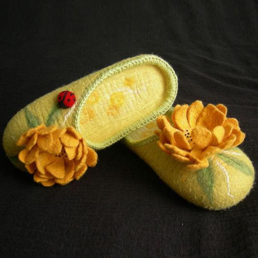"""Обувь ручной работы. Ярмарка Мастеров - ручная работа. Купить Валяные тапочки """"Радость 2"""" (женские). Handmade. Тапочки, бисер"""