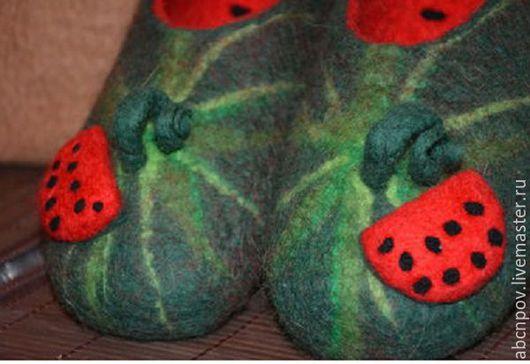 """Обувь ручной работы. Ярмарка Мастеров - ручная работа. Купить Тапочки-балетки """"Арбузики"""". Handmade. Тапочки из войлока, тапочки арбузики"""