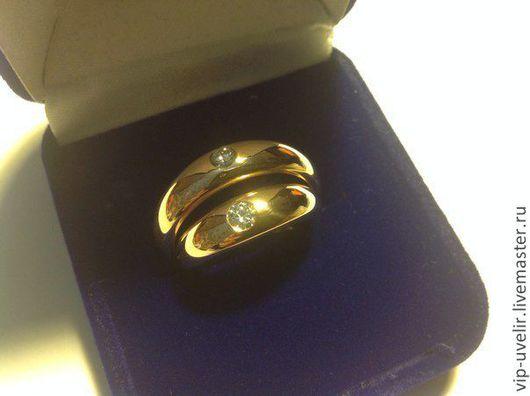 Кольца ручной работы. Ярмарка Мастеров - ручная работа. Купить Обручальные кольца из золота 585 пробы с одним бриллиантом. Handmade.