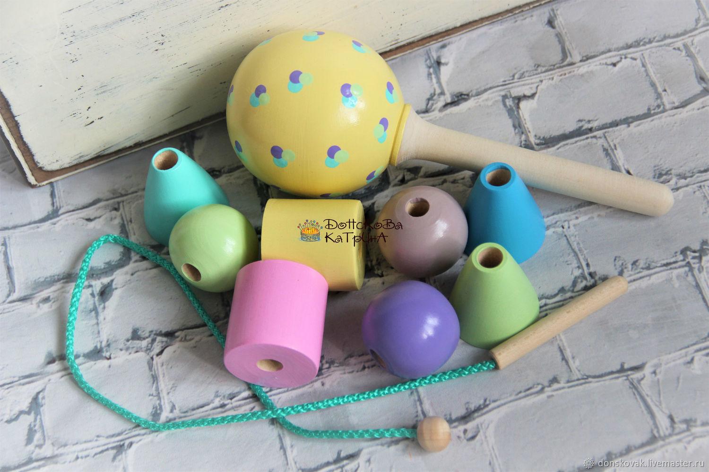 Набор деревянных игрушек (шнуровка и погремушка), Подарки для новорожденных, Москва,  Фото №1