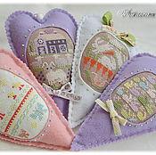 Подарки к праздникам ручной работы. Ярмарка Мастеров - ручная работа Пасхальные сердечки, Пасха, яйца пасхальные, пасхальный кролик, вышивк. Handmade.