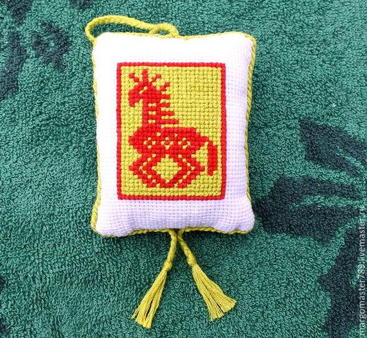 славянский оберег, саше с вышивкой, саше ароматическое, душистое саше с базиликом, ручная вышивка крестом, обережная вышивка, душистое саше для белья, оберег для дома, освежающий оберег, ароматическое