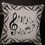 """Для дома и интерьера ручной работы. Ярмарка Мастеров - ручная работа Подушка """"Веселые нотки"""" подарок музыканту. Вышивка барджелло. Handmade."""
