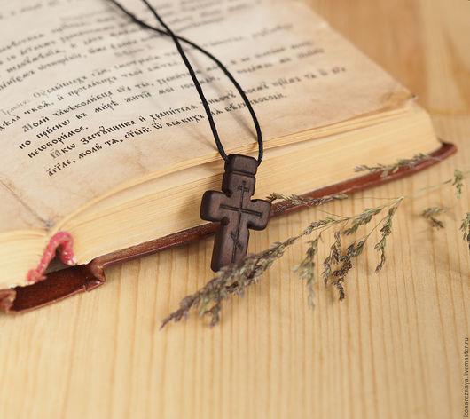 `Паломник` - деревянный нательный крест из кипариса. Крест деревянный. Крест из дерева. Крест из кипариса. Крест резной. Крест без распятия. Кипарис.