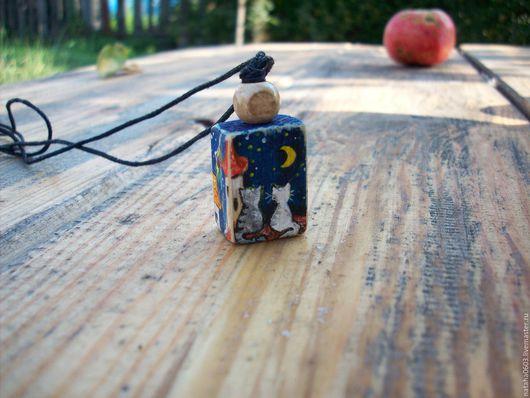Кулоны, подвески ручной работы. Ярмарка Мастеров - ручная работа. Купить Лунная ночь...Кошки на крыше...Кулон из дерева с росписью.. Handmade.