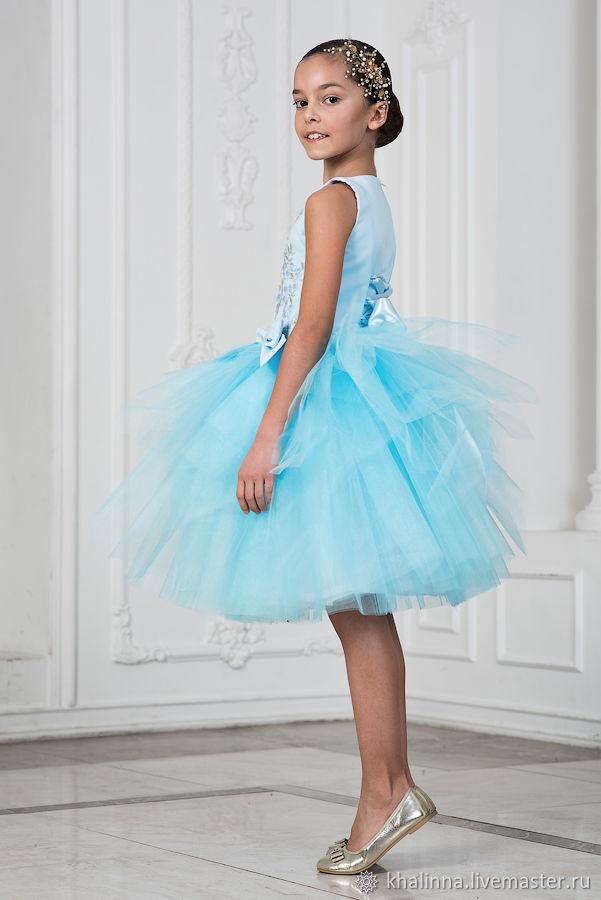 Платье Весна голубого цвета с вышивкой