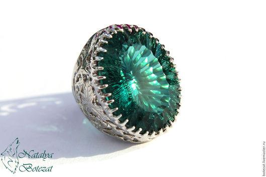 Сияющее милионом бликов кольцо с крупным камнем редкого зеленого морской волны аквамарином сложной волновой огранки на фурнитуре серебро 925.  Подарок женщине девушке коллеге купить