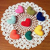 Подарки к праздникам ручной работы. Ярмарка Мастеров - ручная работа сердечки вязаные. Handmade.