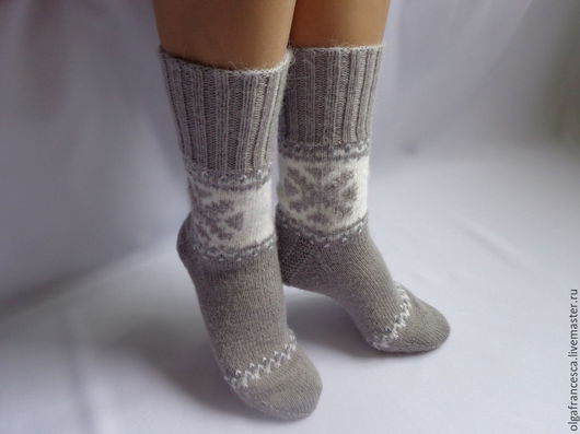 Носки, чулки ручной работы. Носки вязаные. Носочки вязаные «Holidays» из коллекции «Подарки». Olgafrancesca . Ярмарка мастеров.