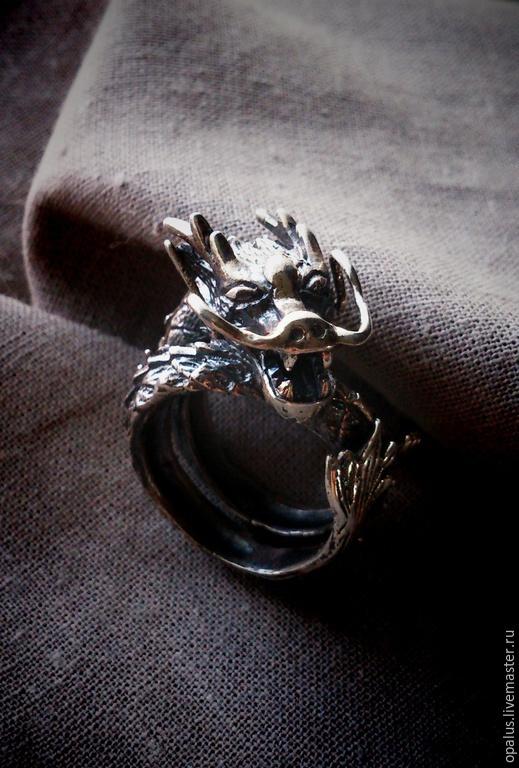 """Украшения для мужчин, ручной работы. Ярмарка Мастеров - ручная работа. Купить Кольцо """"Ручной дракон"""". Handmade. Серый, серебряное кольцо"""