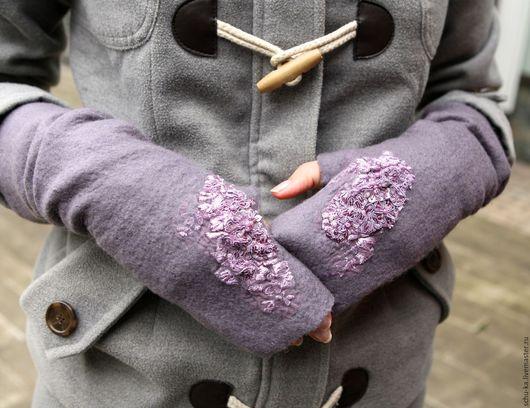 митенки валяные из нежной шерсти мериноса , декорированы французским кружевом.
