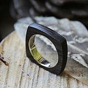 Деревянное кольцо с золотом