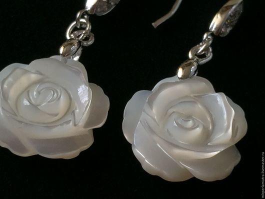 """Серьги ручной работы. Ярмарка Мастеров - ручная работа. Купить Серьги  """"Белые розы"""" перламутр + серебро. Handmade. Перламутр"""