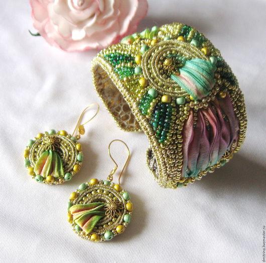 комплект украшений браслет и серьги с шелковой шибори лентой, браслет на основе, серьги с серебряной швензой