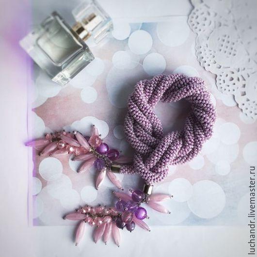 Купить Розовый Перламутр - Лариат с кистями-гроздями, Сиреневое колье, длинное колье, жгут из бисера, бисерный жгут, украшение трансформер, длинное бисерное колье. Магазин Украшений Лозбенева Юлия