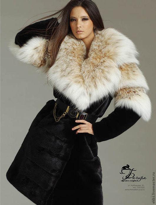 Меховое пальто на полу прилегание,поперечной кладки. Пальто из меха сибирской рыси и канадской норки. 2/3 рукава из меха рыси и большой английский ворот из меха рыси.