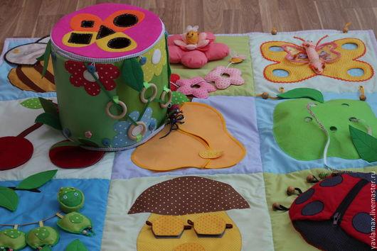 """Развивающие игрушки ручной работы. Ярмарка Мастеров - ручная работа. Купить Развивающий коврик для малышей от 1 до 3 лет """"На лугу"""". Handmade."""