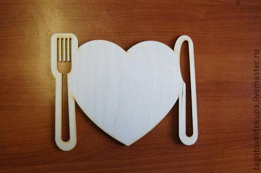 Подставка под тарелки `Сердечко` Размеры: 29х23 см. Материал: фанера 3 мм