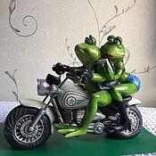 """Новогодние композиции ручной работы. Ярмарка Мастеров - ручная работа Композиция """"Лягушки на мотоцикле"""". Handmade."""
