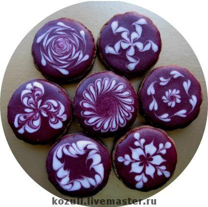 Имбирное печенье (фон - вишнёвая глазурь)