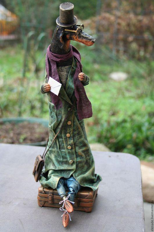 """Куклы и игрушки ручной работы. Ярмарка Мастеров - ручная работа. Купить авторская кукла  """"Такса c чемоданом"""".. Handmade. Зеленый"""
