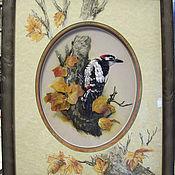 Картины и панно ручной работы. Ярмарка Мастеров - ручная работа Картина вышитая лентами Дятел на дереве. Handmade.