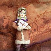 Куклы и игрушки ручной работы. Ярмарка Мастеров - ручная работа Ватная игрушка, Ирочка с посылочкой. Handmade.