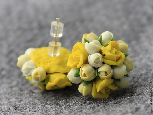 серьги - гвоздики полимерная глина желтые цветы Серьги-гвоздики, выполненные в бело-желтых  оттенках,