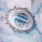 """Украшения ручной работы. Ярмарка Мастеров - ручная работа Брошь с вышивкой """"Рыбки в серебре"""". Handmade."""