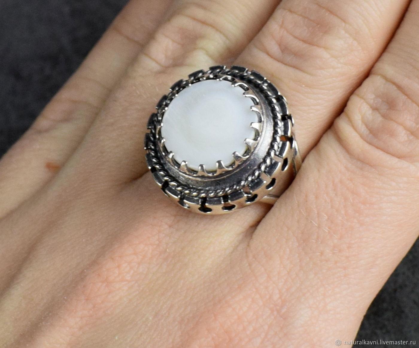 Кольцо из натурального перламутра – купить на Ярмарке Мастеров – KUFFMRU   Кольца, Москва