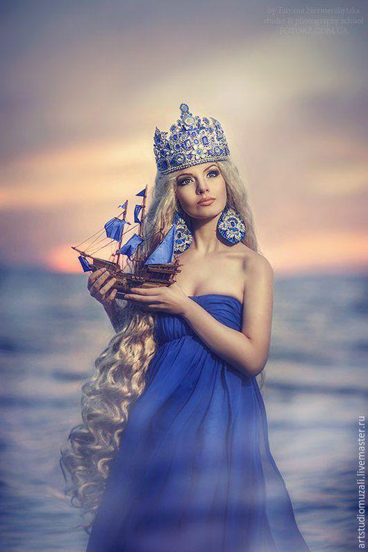 Царская корона и серьги  в стиле D&G `Амфитрита Владычица морская` Ручная работа. Высота короны 20 см. длинна серёжек 15 см.Аксессуары сделаны в одном экземпляре. Делаю короны в любом стиле под заказ.