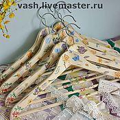 Для дома и интерьера ручной работы. Ярмарка Мастеров - ручная работа Вешалка - плечики для одежды  Первоцветы. Handmade.