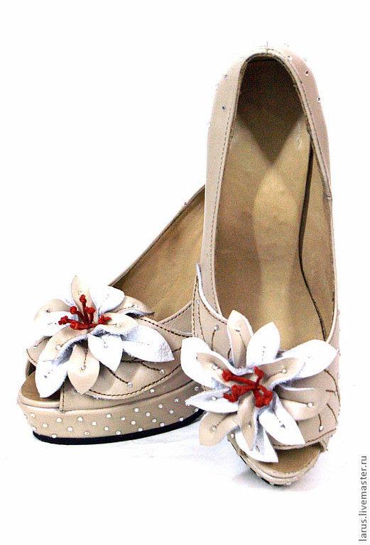 Обувь ручной работы. Ярмарка Мастеров - ручная работа. Купить Жеские туфли со стразами. Handmade. Бежевый, кожа натуральная