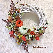 Интерьерные венки ручной работы. Ярмарка Мастеров - ручная работа «Осень - не время для грусти» интерьерный венок. Handmade.