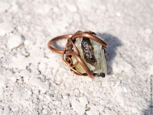 Кольца ручной работы. Ярмарка Мастеров - ручная работа. Купить Медное кольцо перстень с топазом и турмалином. Дикое, сильное. Handmade.