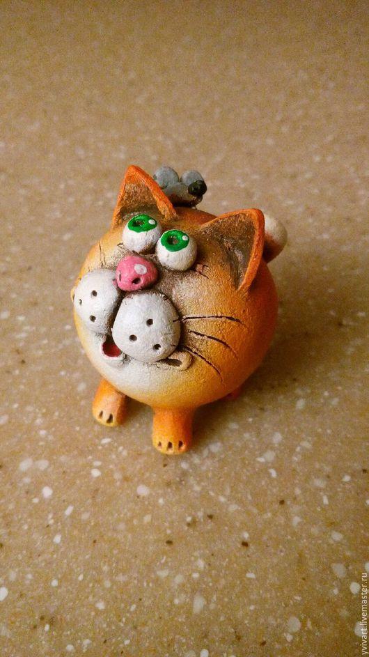Миниатюрные модели ручной работы. Ярмарка Мастеров - ручная работа. Купить Керамическая фигурка Кот с мышкой.. Handmade. котик, мышонок