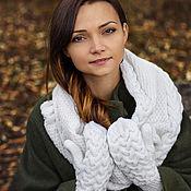 """Аксессуары ручной работы. Ярмарка Мастеров - ручная работа """"Нежность"""", комплект вязаный, шарф вязаный женский и варежки вязаные. Handmade."""