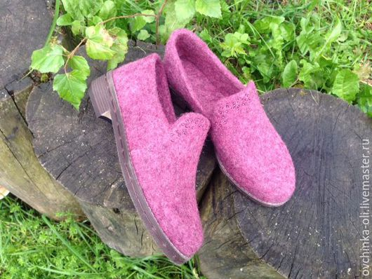 """Обувь ручной работы. Ярмарка Мастеров - ручная работа. Купить Мокасины валяные """"Брусника"""". Handmade. Мокасины женские, обувь валяная"""