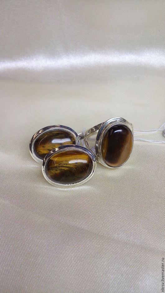 Комплект украшений ручной работы из натурального тигрового глаза в серебре.