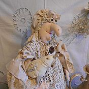 Грелки на чайник ручной работы. Ярмарка Мастеров - ручная работа Кукла на чайник. Баба Яга с горлицей. Бежевый. Handmade.