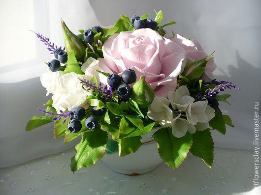 Букеты ручной работы. Ярмарка Мастеров - ручная работа. Купить Букет с розами и черникой (полимерная глина). Handmade. Букет цветов